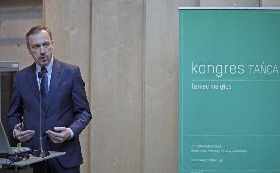 Minister Bogdan Zdrojewski podczas obrad pierwszego Kongresu Tańca w Warszawie