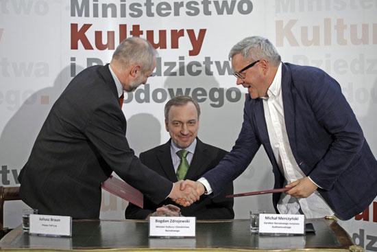 Podpisanie porozumienia między NInA i TVP S.A w obecności ministra kultury Bogdana Zdrojewskiego