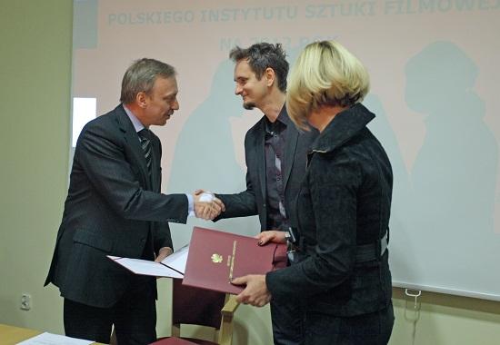 Minister Bogdan Zdrojewski wręcza powołania członkom Rady Polskiego Instytutu Sztuki Filmowej.  Foto Danuta Matloch