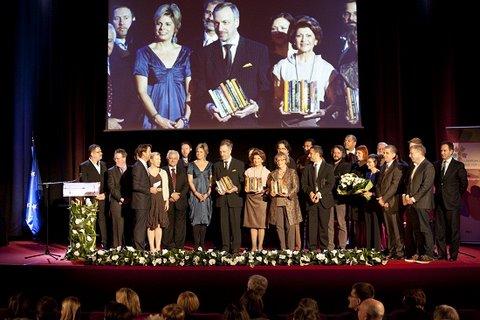 Laureaci Europejskiej Nagrody Literackiej 2011 oraz księżna Niderlandów JKW Laurentien,  komisarz ds. edukacji,  kultury,  wielojęzyczności i młodzieży Androulla Vassiliou,  przewodnicząca Komisji Kultury i Edukacji Parlamentu Europejskiego Doris Pack i minister kultury Bogdan Zdrojewski.