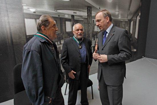 Profesorowie Jacek Sempoliński i Grzegorz Kowalski zostali uhonorowani przez Ministra Bogdana Zdrojewskiego Złotymi Medalami Gloria Artis