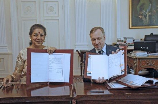 Minister Ambika Soni i Minister Bogdan Zdrojewski Fot: Danuta Matloch/MKiDN