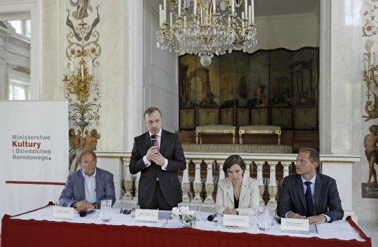 Minister Bogdan Zdrojewski podczas prezentacji wyników badań społecznych dotyczących dziedzictwa kulturowego   Fot. Danuta Matloch