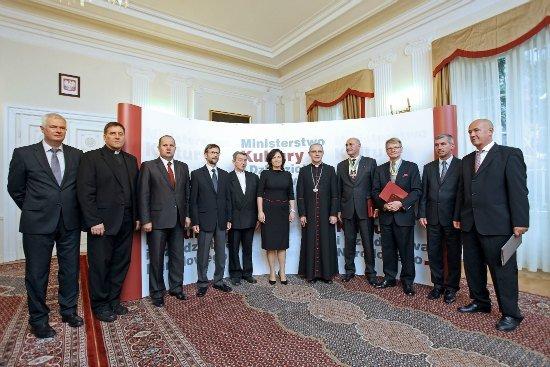 XVII-wieczna monstrancja z kościoła w Sadłowie wróciła do Polski