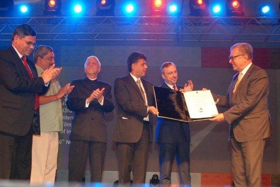 Wręczenie nagrody za całokształt twórczości Krzysztofowi Zanussiemu podczas inauguracji 43 Międzynarodowego Festiwalu Filmowego