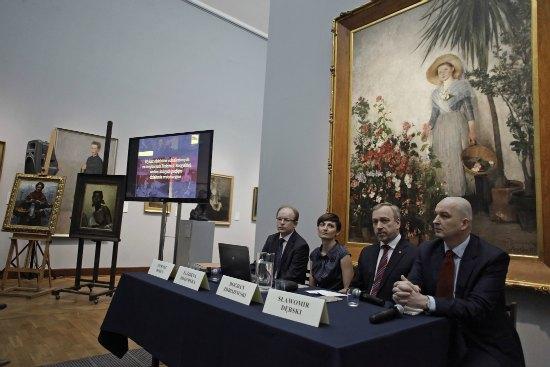 Konferencja prasowa poświęcona utraconym przez Polskę w czasie II wojny światowej dziełom sztuki i procesowi ich odzyskiwania