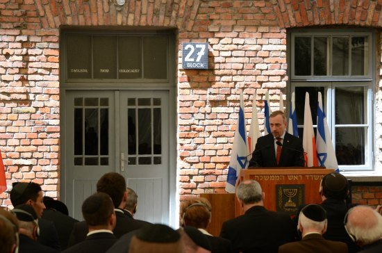 Inauguracja wystawy żydowskiej w byłym obozie zagłady Auschwitz – Birkenau.