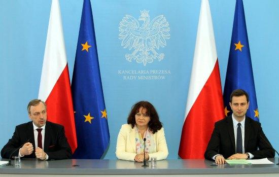 Minister Bogdan Zdrojewski,  minister Barbara Kudrycka i minister Władysław Kosiniak-Kamysz podczas konferencji po posiedzeniu rządu Fot. PAP/Radek Pietruszka