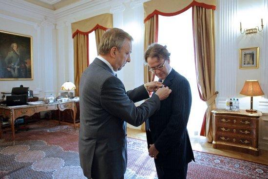 Dyrektor Międzynarodowego Festiwalu Edynburskiego odznaczony przez ministra Bogdana Zdrojewskiego