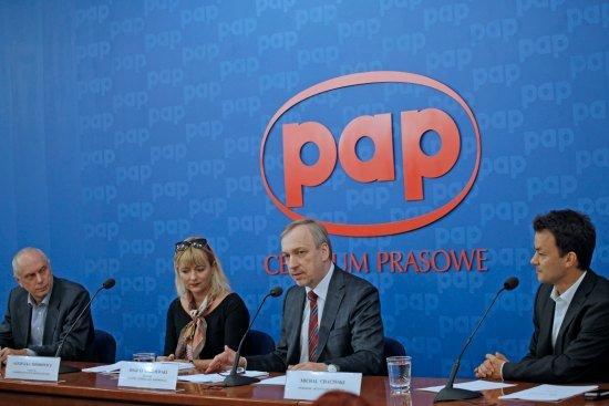 Leszek Kopeć,  Agnieszka Odorowicz,  minister Bogdan Zdrojewski i Michał Chaciński podczas konferencji prasowej fot. Danuta Matloch