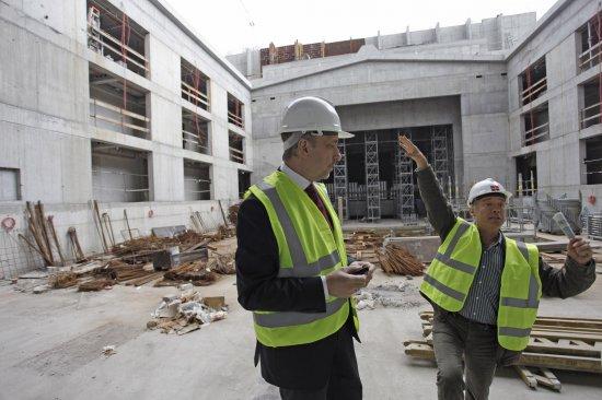 Minister Bogdan Zdrojewski na budowie Teatru Szekspirowskiego. fot. Danuta Matloch