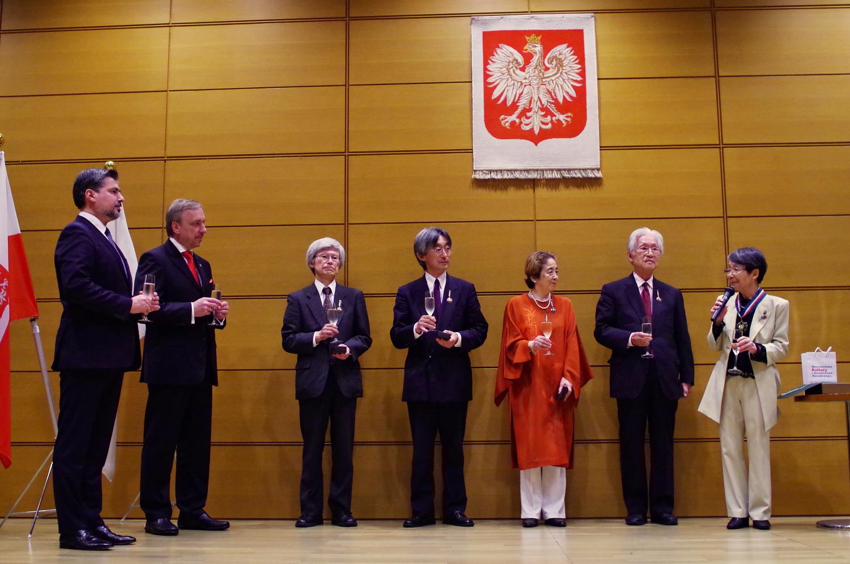 Minister Bogdan Zdrojewski z odznaczonymi odznaką Zasłużony dla Kultury Polskiej