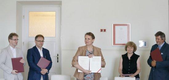 Podpisanie listu intencyjnego w sprawie przygotowania I Kongresu Muzealników Polskich. fot. Danuta Matloch