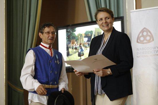 Wręczenie decyzji w sprawie wpisów na Krajową Listę niematerialnego dziedzictwa kulturowego. fot. Danuta Matloch