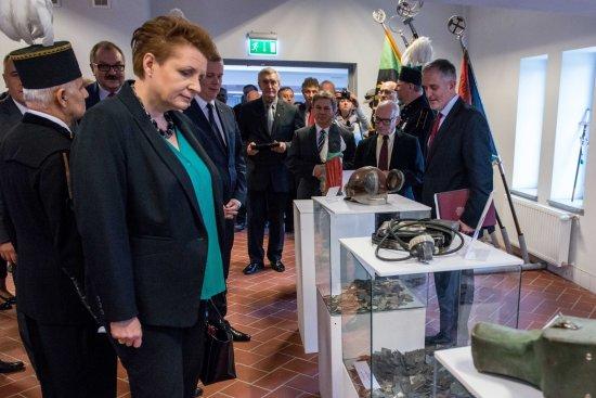 Minister Omilanowska podczas otwarcia Parku Wielokulturowego Stara Kopalnia w Wałbrzychu. Fot. PAP/Maciej Kulczyński