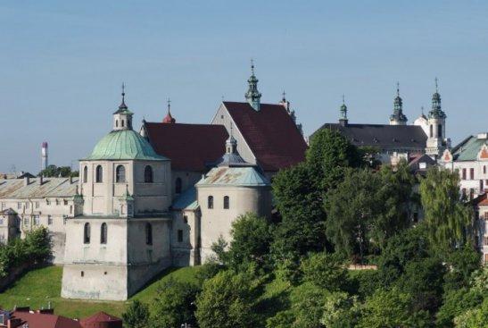 Lublin. Kościół i klasztor oo. dominikanów. Widok od pn.–wsch. Fot. P. Maciuk