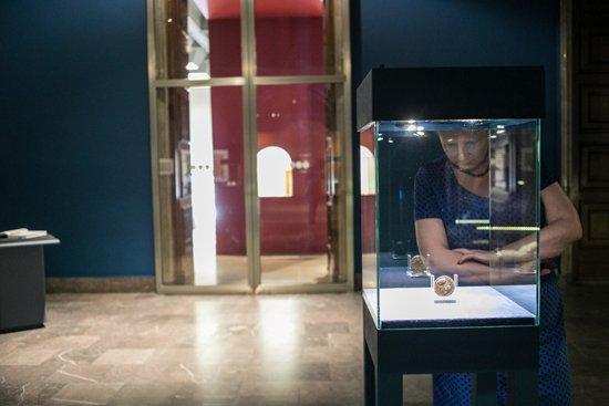 Minister Omilanowska zwiedza wystawę w krakowskim Muzeum Narodowym: Ottomania. Osmański Orient w sztuce renesansu. Autor zdjęcia:  Danuta Matloch