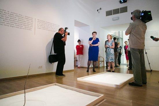Zwiedzanie wystawy Gender w sztuce - Muzeum Sztuki Współczesnej MOCAK. Autor zdjęcia:  Danuta Matloch