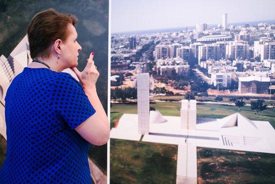 Minister zwiedziła także wystawę w Międzynarodowym Centrum Kultury. Makom. Dani Karavan. Esencja miejsca. Autor zdjęcia:  Danuta Matloch