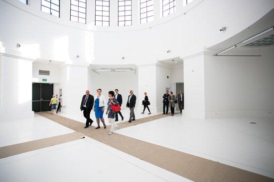 Minister kultury Małgorzata Omilanowska w Pawilonie Czterech Kopuł. Autor zdjęcia: Danuta Matloch