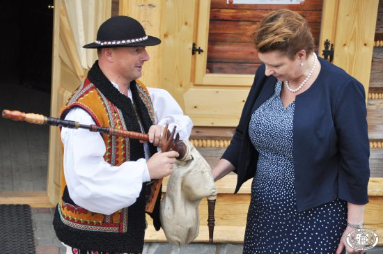 Minister kultury odwiedziła Bukowiańskie Centrum Kultury Dom Ludowy. autor zdjęcia: Wojciech Kubina.