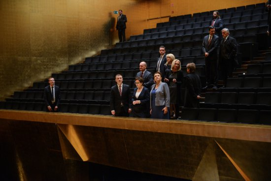 Na zdjęciu: Premier Ewa Kopacz i minister kultury Małgorzata Omilanowska zwiedzają Filharmonię Szczecińską. autor zdjęcia: Jakub Kamiński/PAP
