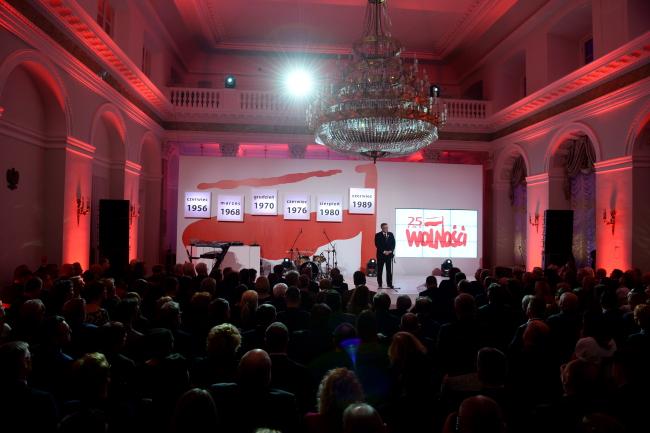 Prezydent Bronisław Komorowski podczas spotkania podsumowującego obchody 25-lecia wolności.  PAP/Jacek Turczyk