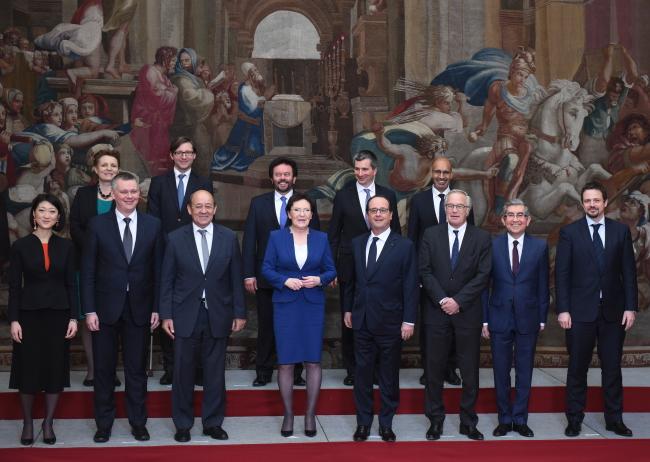 Prezydent Francji Francois Hollande,  premier Ewa Kopacz oraz ministrowie- uczestnicy polsko-francuskich konsultacji międzyrządowych w Paryżu. PAP/Radek Pietruszka