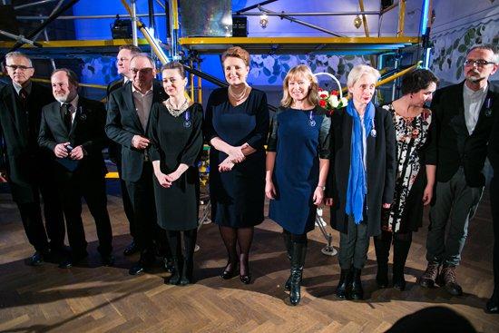 Podczas spotkania z wybitnymi przedstawicielami teatru Minister Kultury i Dziedzictwa Narodowego prof. Małgorzata Omilanowska wręczyła Medale Zasłużony Kulturze Gloria Artis. fot. Danuta Matloch
