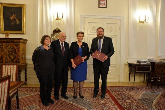 Podpisanie listu intencyjnego w sprawie utworzenia i sfinansowania nowej wystawy głównej w Państwowym Muzeum Auschwitz-Birkenau fot. Bartosz Bartyzel