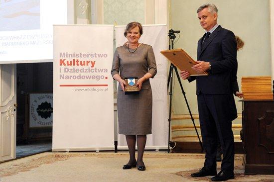 Wręczenie nagród laureatom konkursu Zabytek Zadbany podczas uroczystych obchodów Międzynarodowego Dnia Ochrony Zabytków