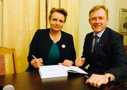 Minister Kultury i Dziedzictwa Narodowego Małgorzata Omilanowska oraz Minister Kultury Republiki Litewskiej Šarūnas Birutis