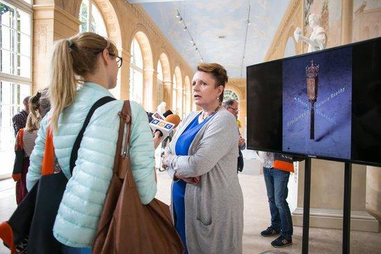 Konferencja prasowa zapowiadająca otwarcie Królewskiej Galerii Rzeźby. Przemawia minister Małgorzata Omilanowska. fot.: Danuta Matloch