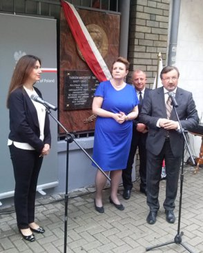 Uroczyste odsłonięcie tablicy pamiątkowej poświęconej Tadeuszowi Mazowieckiemu
