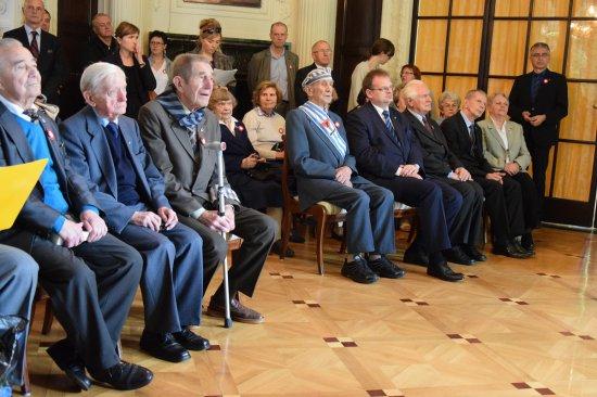 Na zdjęciu: Byli więźniowie obozu w Gusen podczas spotkania z minister Magdaleną Gawin w Austrii. W maju obchodziliśmy 71. rocznicę wyzwolenia obozów Mauthausen-Gusen