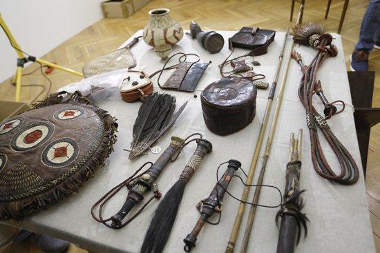 Na zdjęciu: Uroczystośc przekazania oonad 330 zabytków sztuki afrykańskiej i południowoamerykańskiej z dawnego łódzkiego Muzeum Etnograficznego,  utraconych w wyniku II wojny światowej. autor zdjęcia: Danuta Matloch