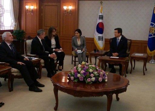 Na zdjęciu: Spotkanie z premierem Korei Płd Hwang Kyo-ahn.