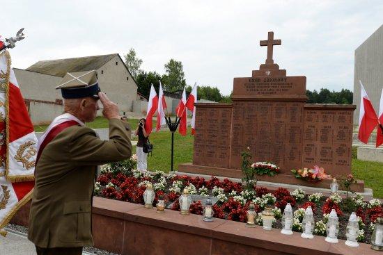 Na zdjęciu: Uroczyste obchody 73. rocznicy pacyfikacji Michniowa w Mauzoleum Martyrologii Wsi Polskich w Michniowie. autor zdjęcia: Piotr Polak/PAP