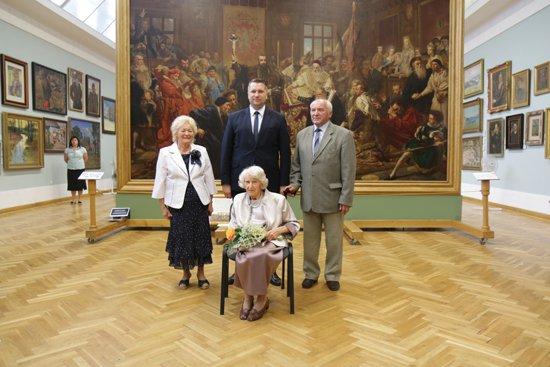 Na zdjęciu: Przekazanie Krzyża Kawalerskiego Orderu Odrodzenia Polski  pośmiertnie przyznanego Franciszkowi Galerze.