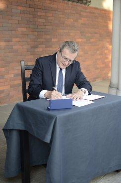 Na zdjęciu: Podpisanie umowy o dofinansowanie projektu