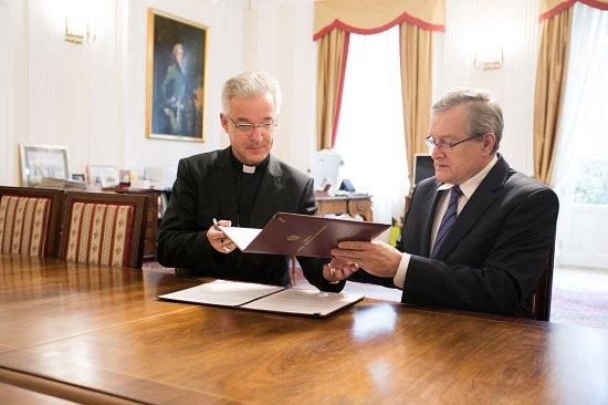 Na zdjęciu: Podpisani listu otwartego do Polonii