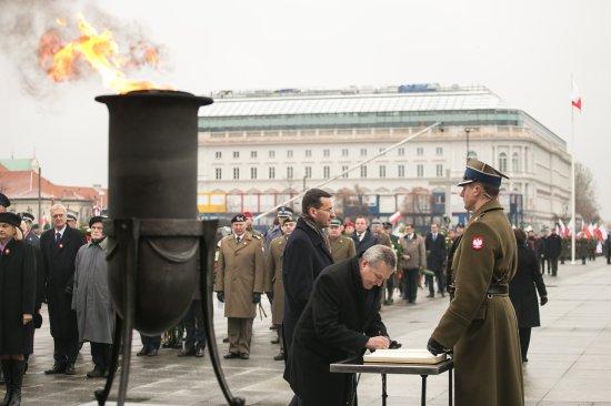 Na zdjęciu: Minister Gliński pod Grobem Nieznanego Żołnierza