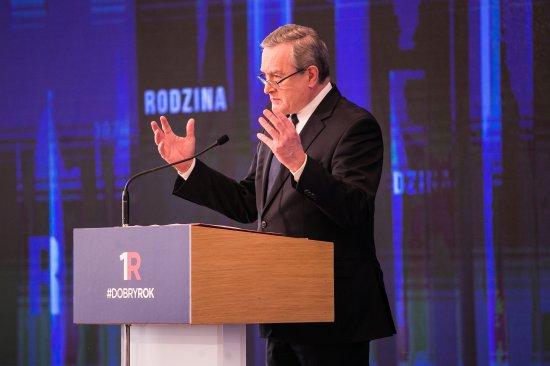 Na zdjęciu: Minister Gliński przemawia na podsumowaniu roku rządu