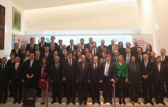 Na zdjęciu: Zdjęcie grupowe uczestników spotkania OECD Eurasia Week w Paryżu