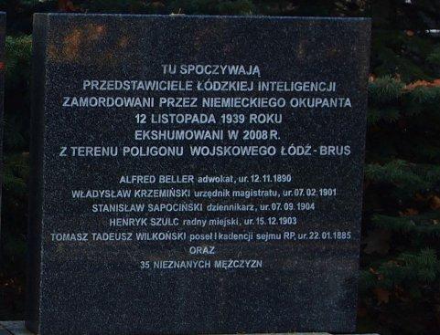 Uczestnicy konferencji na Cmentarzu komunalnym Doły w Łodzi