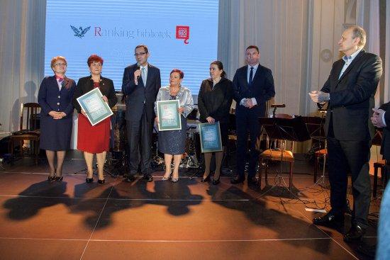 Na zdjęciu: Laureaci plebiscytu Rankingu Bibliotek