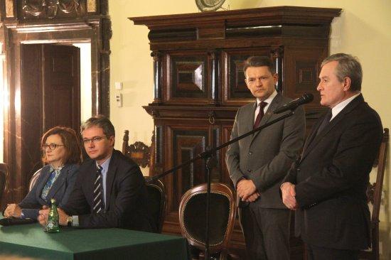 Na zdjęciu: Podpisanie umowy w Pałacu Biskupim w Kielcach
