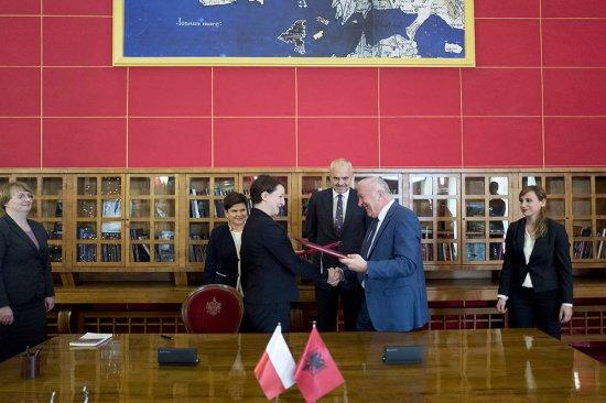 Na zdjęciu: Wiceminister Magdalena Gawin, podczas wizyty w Albanii
