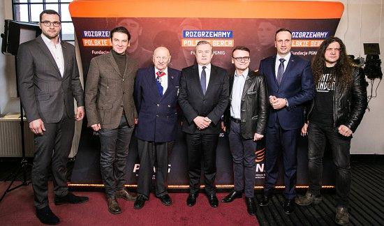 Na zdjęciu: Minister Piotr Gliński na konferencji prasowej programu Rozgrzewamy polskie serca