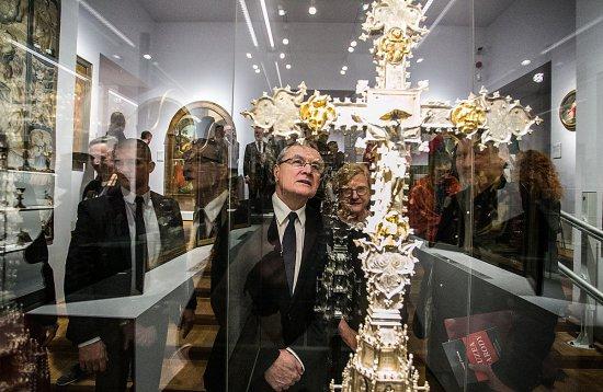 Na zdjęciu: Minister Piotr Gliński podczes zwiedzania ekspozycji w Muzeum Narodowym w Warszawie